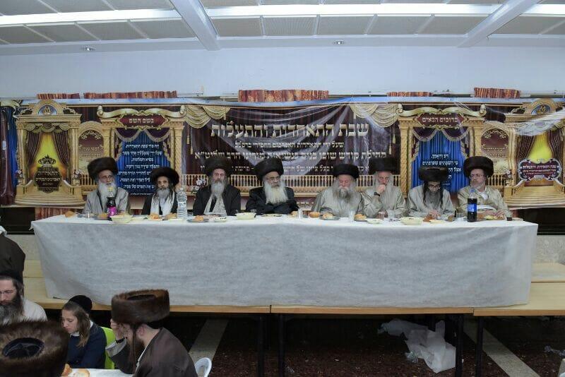 חלק מהרבנים והמשפיעים שהשתתפו בשבת ההתאחדות במירון